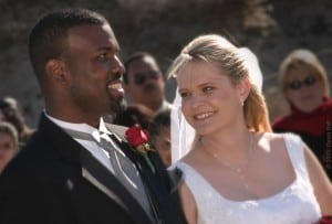 800px-Beach-wedding-couple